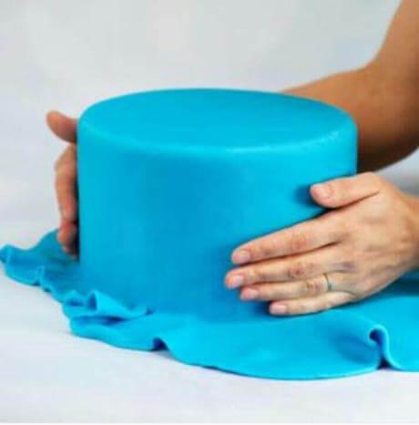 fondant cake making